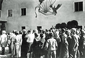 Adler an der Grundschule