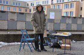 Reinhard Sachsinger am Walter-Sedlmayr-Platz