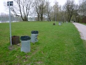 Neue Mülleimer am Feldmochinger See