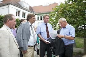Minister Huber wird über Probleme in der Fasanerie informiert