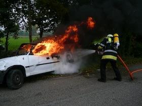 Löscheinsatz am brennenden PKW an der Ferchenbachstr.