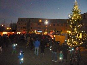 Der erste Christkindlmarkt am Walter-Sedlmayr-Platz