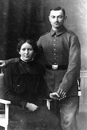 1916 heiraten Dora und Fritz Dressel. Sie bekommen einen Sohn, Fritz
