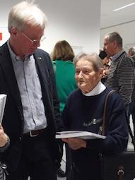 Auch Brigitte Jenewein, die Enkelin von Fritz Dressel, besuchte die Vernissage