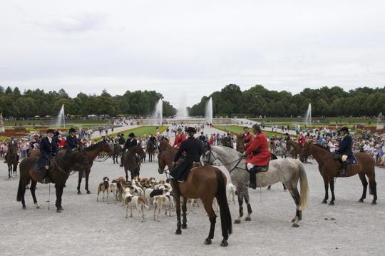 Prächtige Jagd- und Kutschengala im Schlosspark